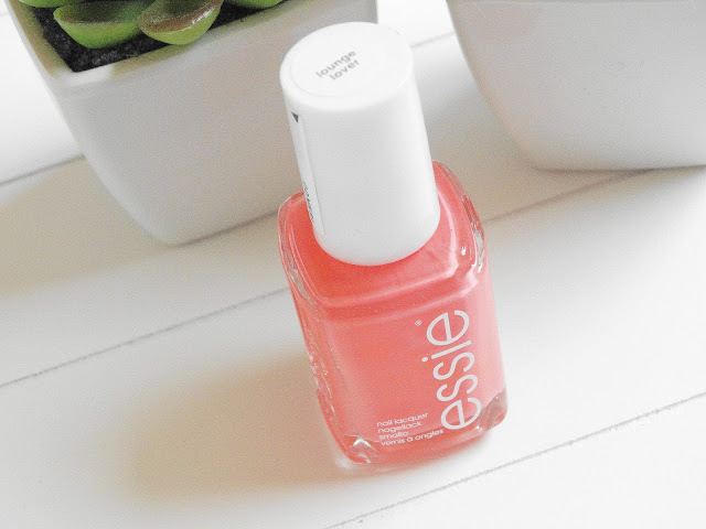 db189 dsc045832b252822529 - ESSIE | Lounge Lover