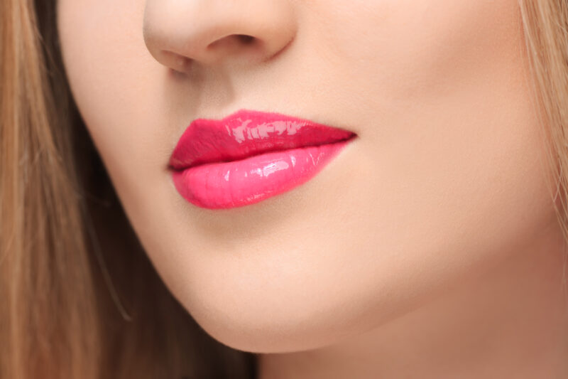 PREVIEW │ESSENCE LIPGLOSS MET EXTREEM GLANZEND VOLUME